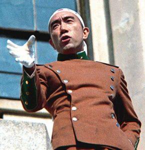 Mishima durante il discorso prima del suo suicidio
