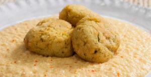 hummus e falafel, una purea di ceci fredda
