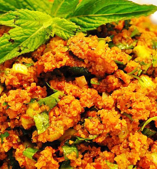 Kiris una sorta di insalata a base di bulgur / a sort of salad made of bulgur