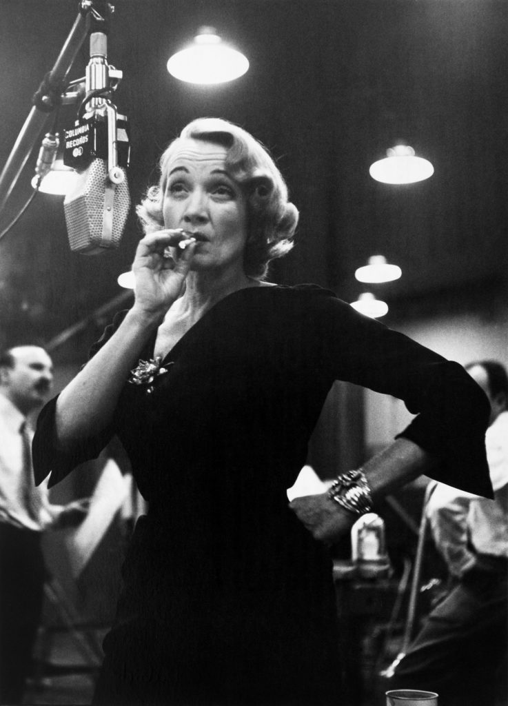 Marlene Dietrich at Columbia records studios (New York, USA, 1952© Eve Arnold / Magnum Photos)