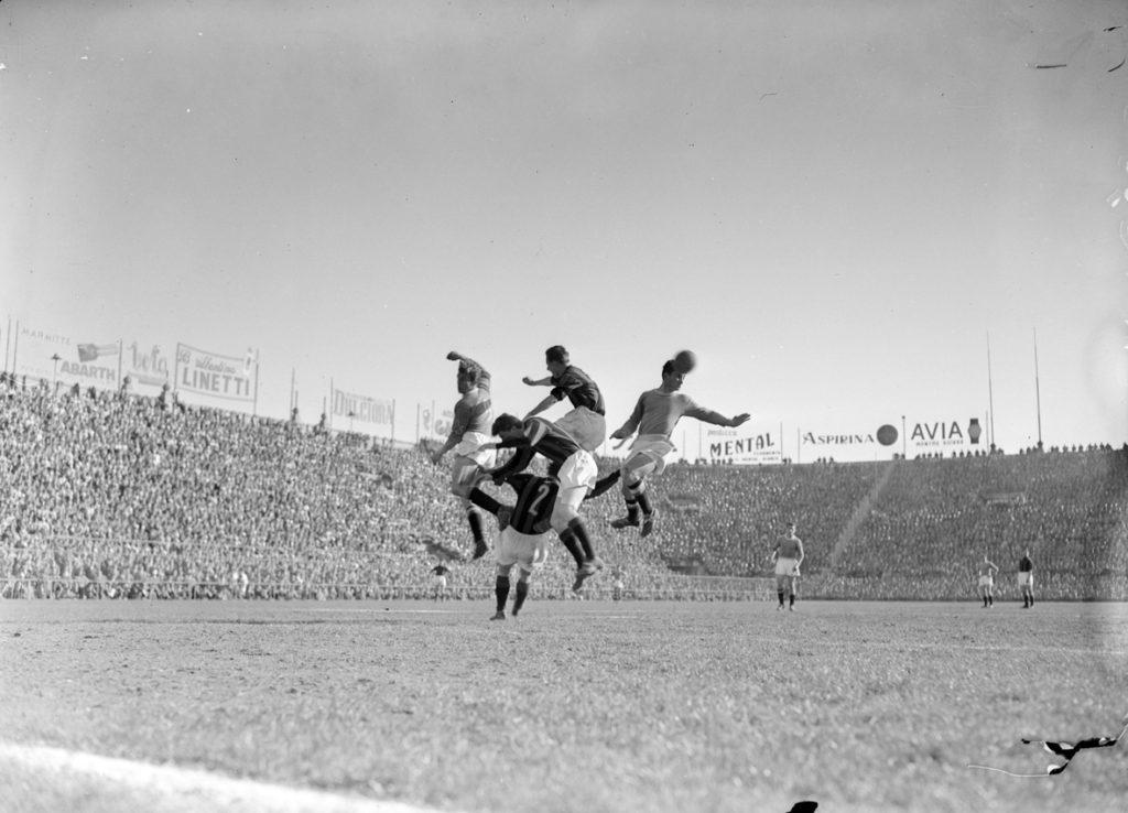 Milan-Napoli: particolare azione di Hasse Jeppson, Franco Pedroni, Celso Posio, Francesco Zagatti e Arturo Silvestri, 2 marzo 1953 (Archivio Publifoto Intesa Sanpaolo)