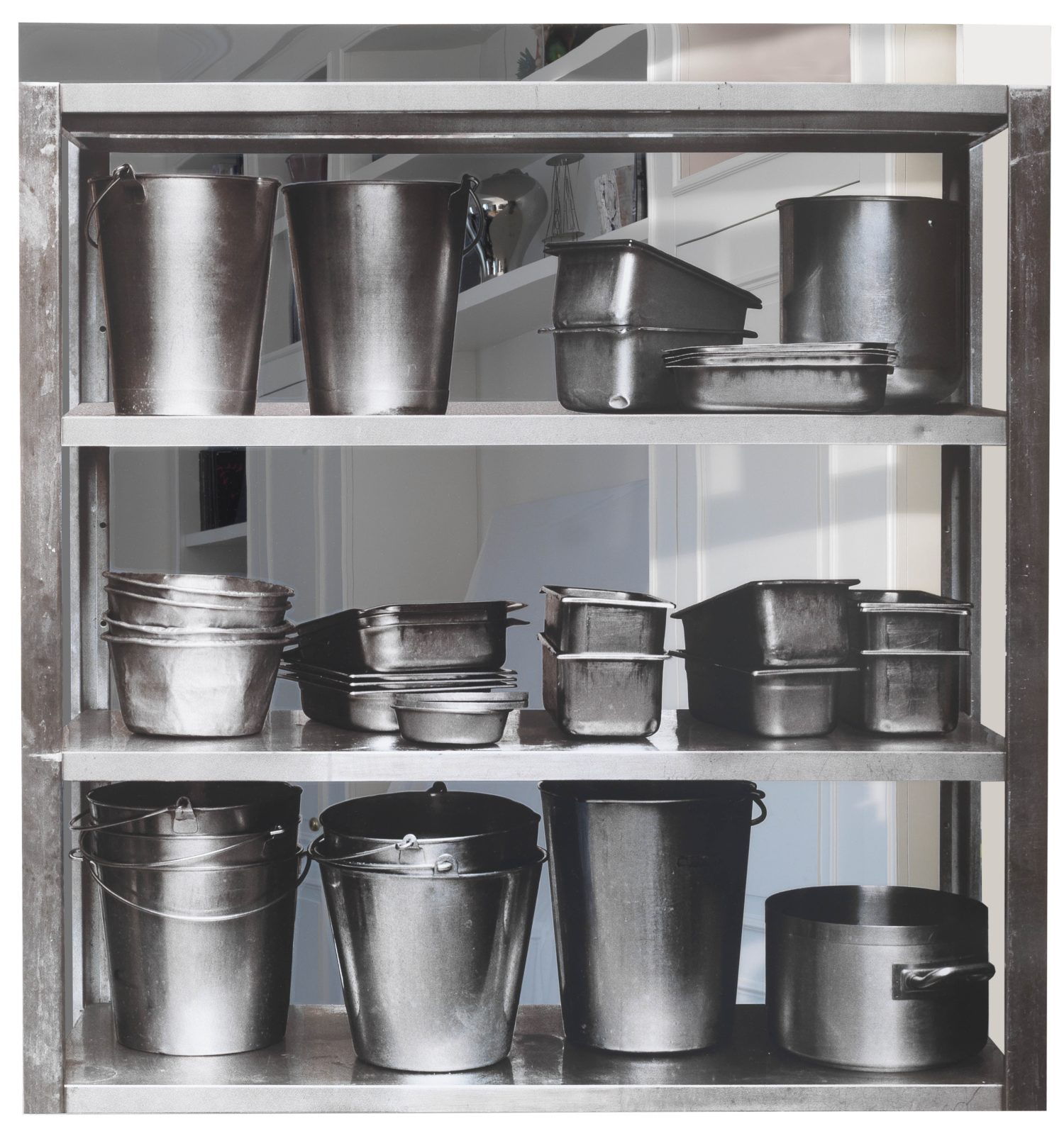 Michelangelo Pistoletto Scaffali. Contenitori metallici 2015 Serigrafia su acciaio inox supermirror 150,5 x 150,5 cm Collezione privata, courtesy Galleria Mucciaccia