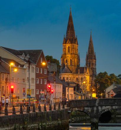 Il panorama notturno di Cork